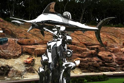 俄罗斯海参崴海洋馆白钢雕塑