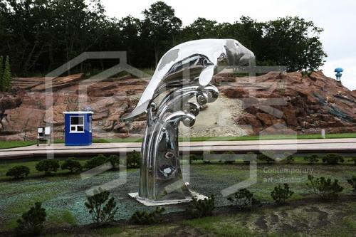 大连白钢雕塑